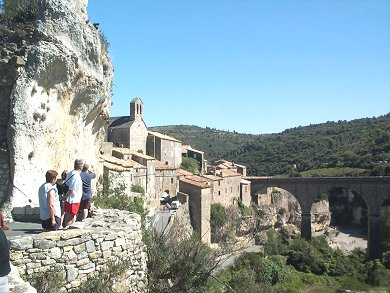 chateaux for rent languedoc