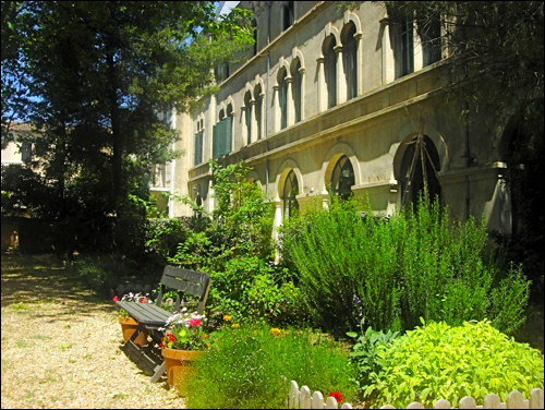 self-catering holiday houses, languedoc, south of france